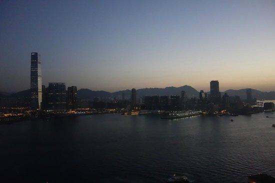 Four Seasons Hotel Hong Kong: View from my room at dusk
