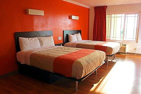 Motel 6 Vista: Double