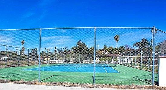 Motel 6 Vista : Tennis Court
