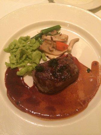Maison Akira: 肉料理