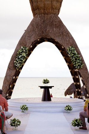 Dreams Riviera Cancun Resort & Spa: Wedding Gazebo before our ceremony