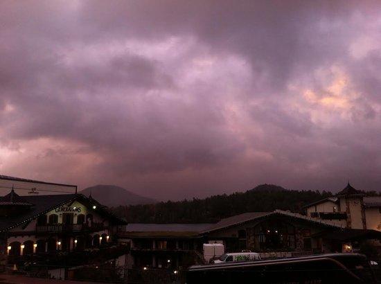 Mountain View Inn: Sunset... sort of!
