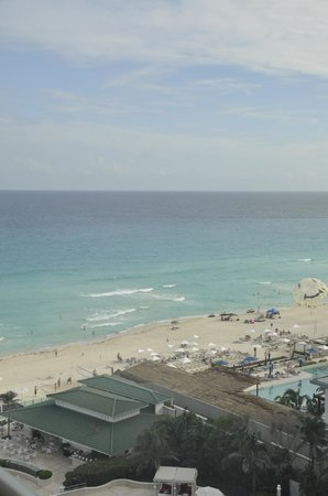 Sandos Cancun Lifestyle Resort: View from our suite