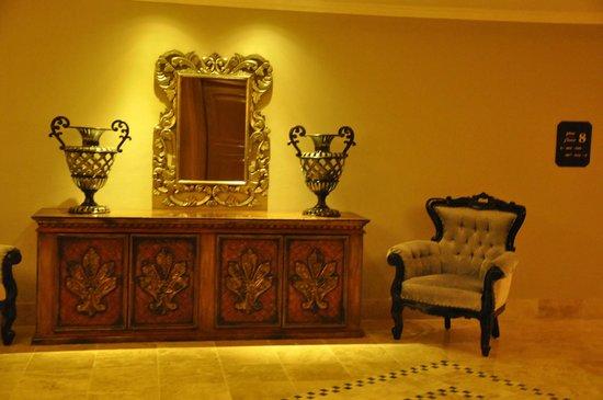 Sandos Cancun Lifetyle Resort : Hallway on the 8th floor