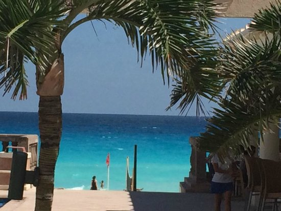 Marriott Cancun Resort: View from lobby looking out