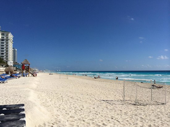 Marriott Cancun Resort: Gorgeous day at the beach