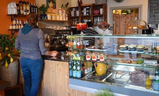 Cafe Piccolo: Masse gode varer å velge mellom