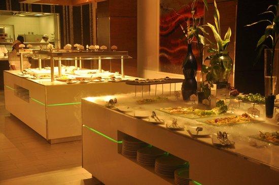 Sandos Cancun Luxury Resort : Buffet, Zango