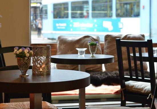 Cafe Piccolo: Kafeen ligger rett i nærheten av slottsparken og Bogstadveien