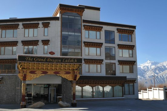 The Grand Dragon Ladakh : View of hotel from the car park