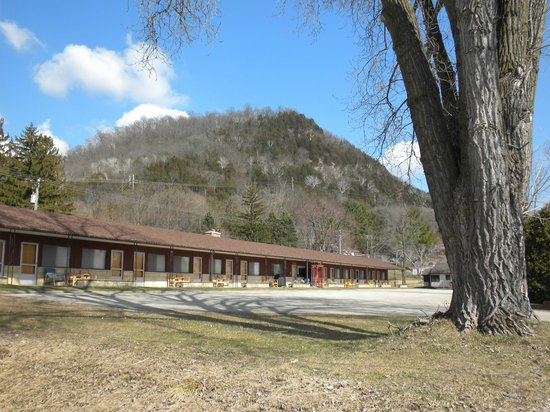 Fountain City Motel: Under the Bluffs