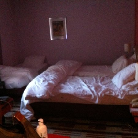 Mercure Bordeaux Centre Hotel: Chambre trop étroite pour 3