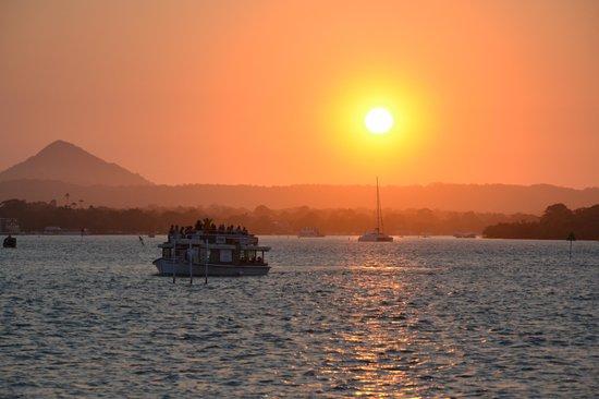 Culgoa Point Beach Resort: Sunset