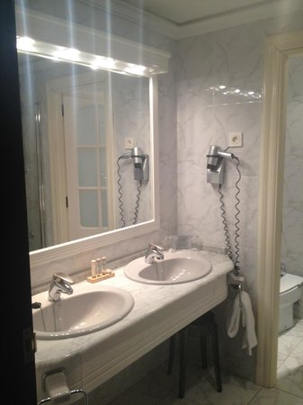 Hotel Carlton: Salle de bain