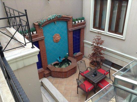 Hotel Seraglio: Vu de la terrasse - Chambre 101