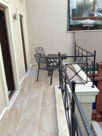 Hotel Seraglio: Petite terrasse - Chambre 101
