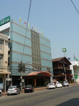 Dhevaraj Hotel: ホテルの外観