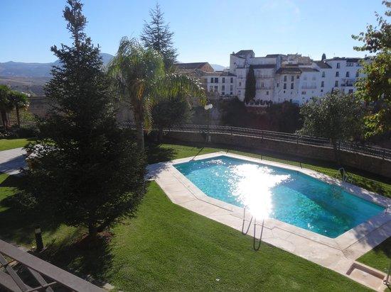 Parador de Ronda : Balcony view of the gorge and pool