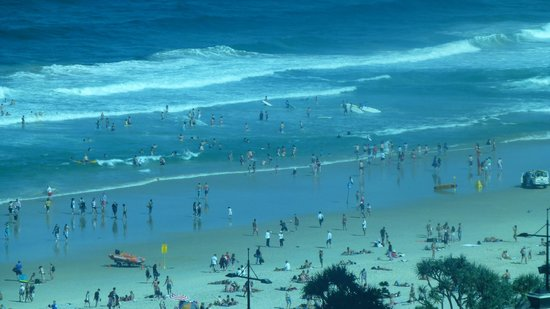 Surfer's Paradise Beach: The view of the beach.
