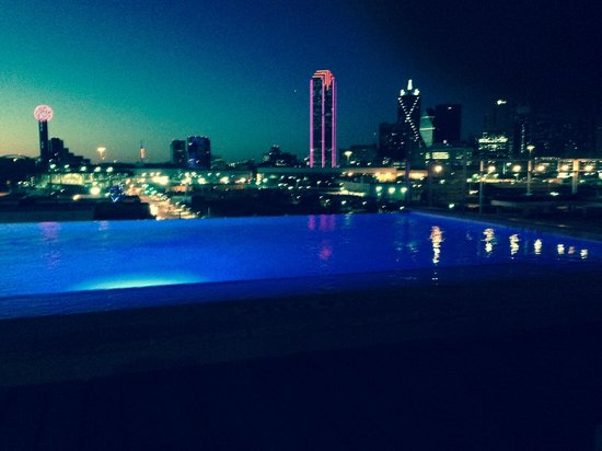 NYLO Dallas South Side: Night view from rooftop bar