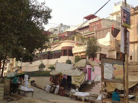 Hotel Ganges View: View of the hotel from the ghats
