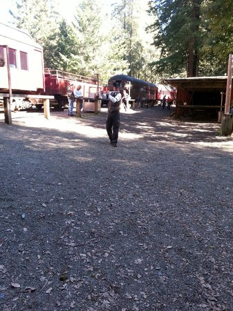 Skunk Train: The entertainer played many instruments and was a fun part of the adventure.