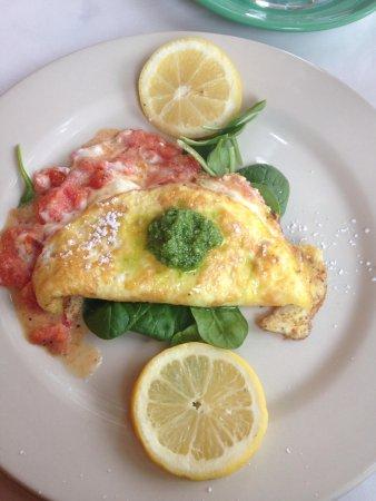 Justine Inn Savannah: Roasted tomato and fair cheese omelette