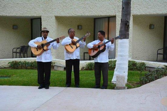 Dreams Huatulco Resort & Spa: Wedding Entertainment