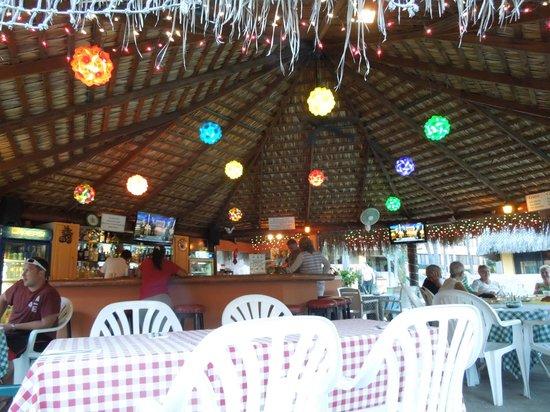 Marina Sol Resort: Oasis Bar & Grill
