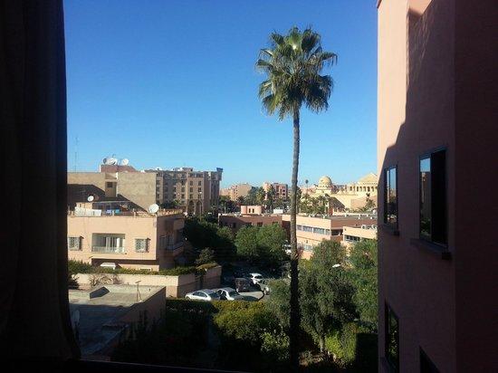 Amani Hôtel Appart: Blick vom Zimmer in Richtung Bahnhof
