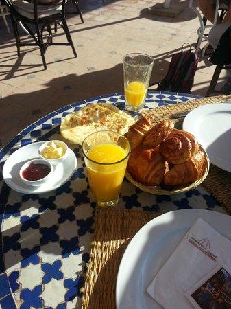 Amani Hôtel Appart : Frühstück