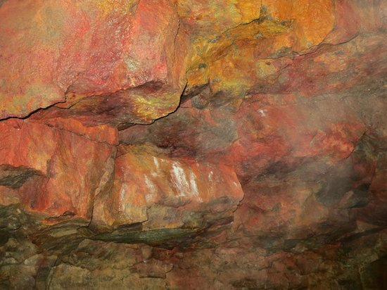 Eskimos Iceland: inside Buri cave