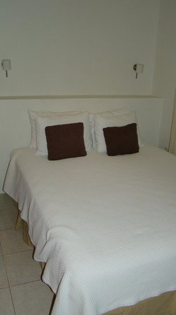 Club Yebo: One of the two beds