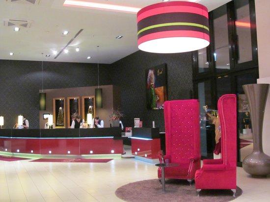 Leonardo Royal Hotel Munich: Recepção enfeitada para o natal
