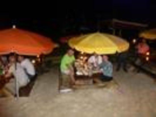 Calmos Cafe : dinner on the beach