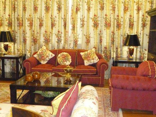 Saray Hotel: Sala de estar de la Suite Real