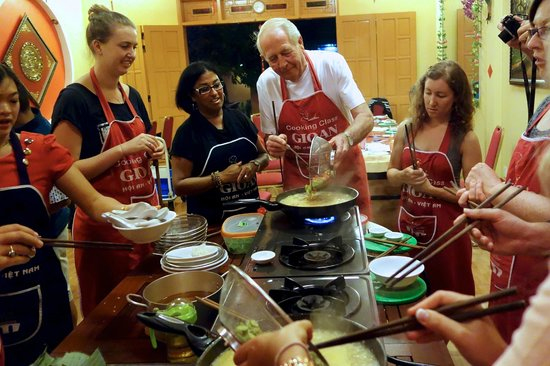 Gioan Cooking Class : Adding ingredients to the soup