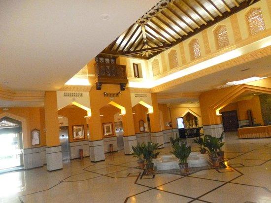 Saray Hotel: Entrada  interna del hotel