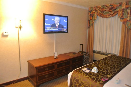 best western airport albuquerque innsuites hotel suites flat screen tv in bedroom - Tv In Bedroom