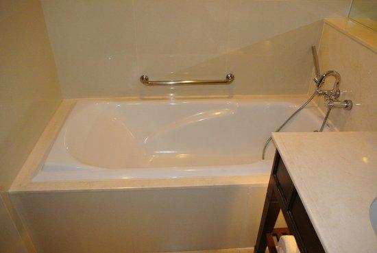 Dusit Thani Hua Hin: Bath