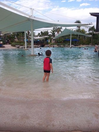 Radisson Blu Resort Fiji Denarau Island: Pool fun!