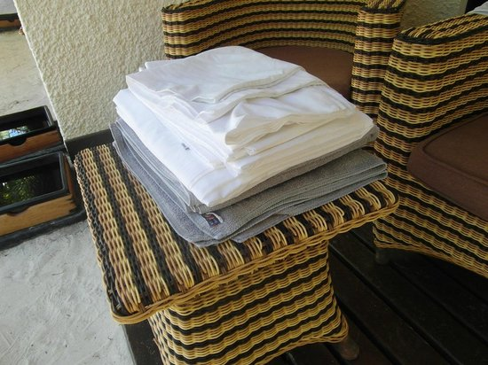 VOI Maayafushi Resort: Asciugamani e lenzuoli, cambio quotidiano