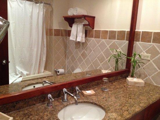 Tabacon Thermal Resort & Spa: Bathroom