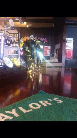 George Hotel: Main bar