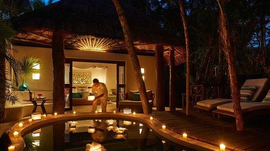 Viceroy Riviera Maya: Romantic Rose Petal Turndown
