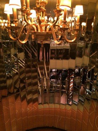 Patsy's Italian Restaurant : Stairs