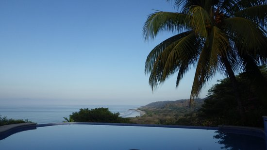 Hotel Vista de Olas: view from the pool area