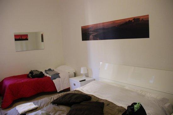 B&B Le Camere di Livia: Habitación con baño privado (cama matrimonial + single)