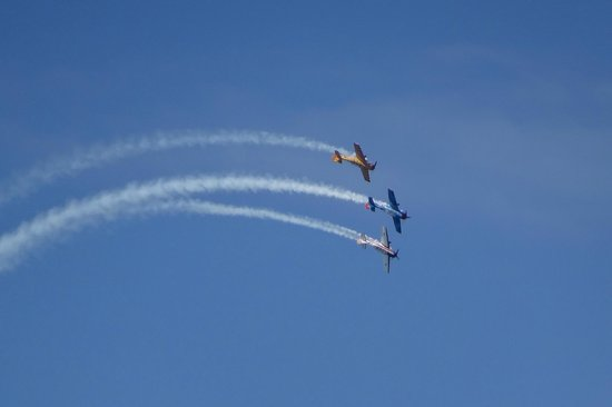 Coastal Heights Apartment: Great view of aerobatics often from our llocation