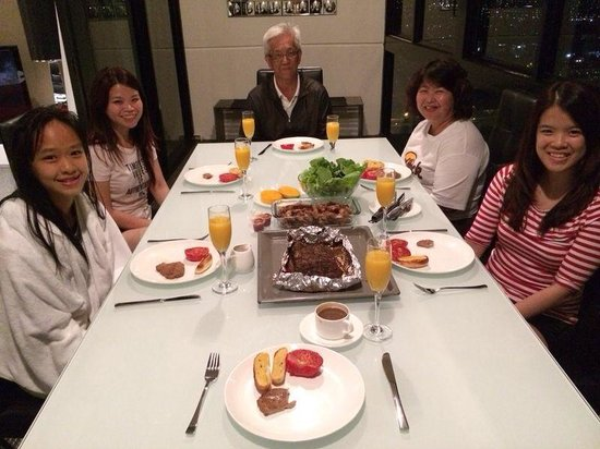 Meriton Serviced Apartments Kent Street: Self cook dinner in apartment